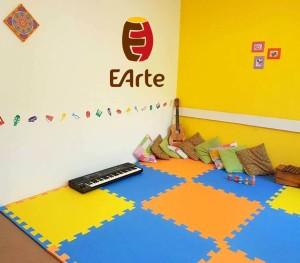 Sala na EArte-Bom Conselho, super colorida e confortável!